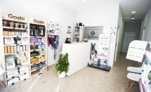Recepción y tienda especializada